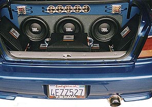 In trunk stereo system layout